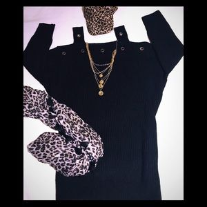 Tops - 💕 Black Knit Sweater ✨Size Large 💕